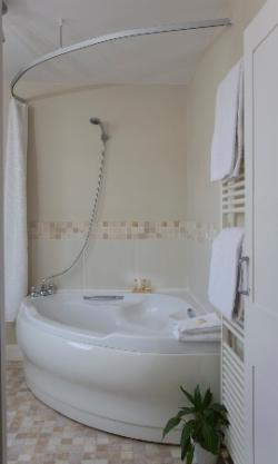 twentyonebathroom9827