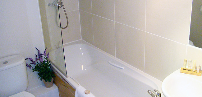 Superior Bathroom - The Cheltenham Townhouse - Cheltenham Hotel
